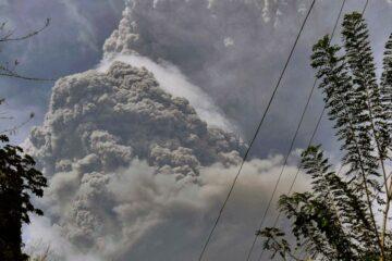 Mass evacuation at St Vincent Island after a volcanic eruption